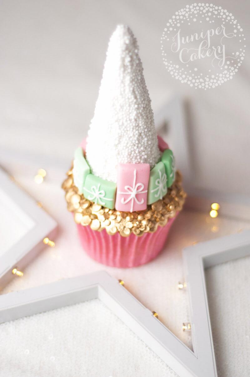 Cute Christmas cupcake tutorial by Juniper Cakery