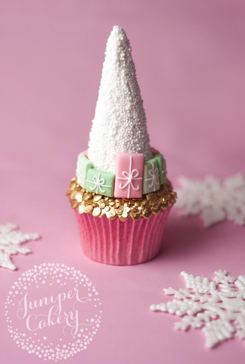 Pretty Christmas cupcake tutorial by Juniper Cakery