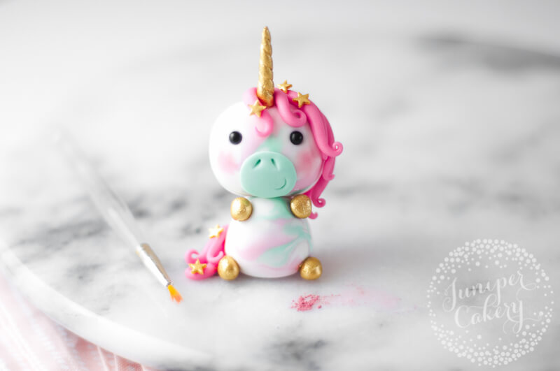 Sweet little fondant unicorn cupcake topper tutorial from Juniper Cakery