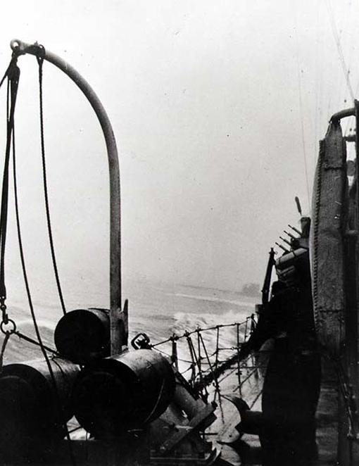 Assiniboine manoeuvres to ram U-210.