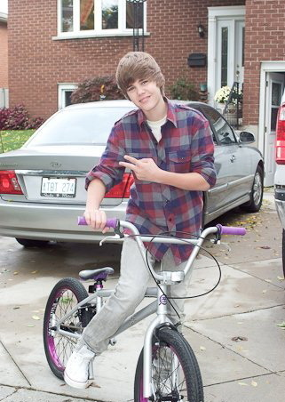 justin-with-a-bicycle-justin-bieber-9093