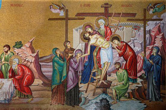 Снятие со Креста. Мозаика рядом с камнем помазания. Храм Воскресения Христова, Иерусалим