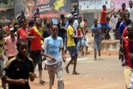 Urgent : Panique à Kaloum après une manifestation des jeunes qui bloquent la circulation…