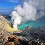 Gunung Ijen Keluarkan Ledakan
