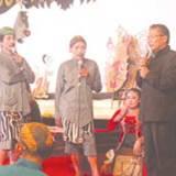 Wiyono-bersama-Penthul-dan-Giman-saat-memberikan-pesan-kepada-masyarakat-seputar-pencegahan-kekerasan-seksual-anak-dalam-Festival-Wayang-Kulit