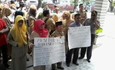 Permalink ke Tidak Lulus CPNS, Puluhan Guru Honorer Datangi DPRD Padang