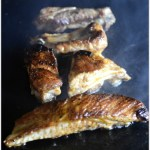 Travers de porc marinés, épicés cuits à la plancha