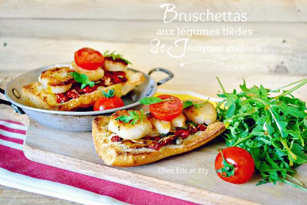 Bruschetta ou crostini condiments de St-Jacques grillées sur plancha