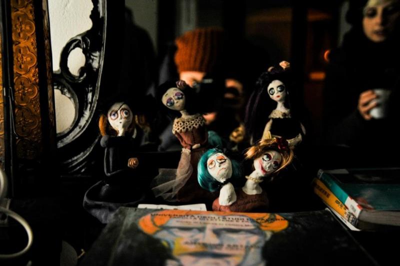 Giulia Tamborrino, Gloomy Dolls, installazione, 2013