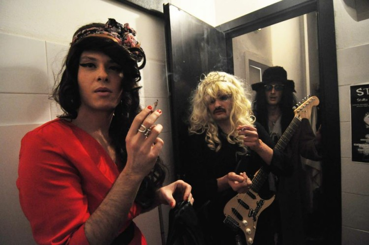 Sex Drags and Rock 'n' Roll, Amy, Courtney e Patti, backstage