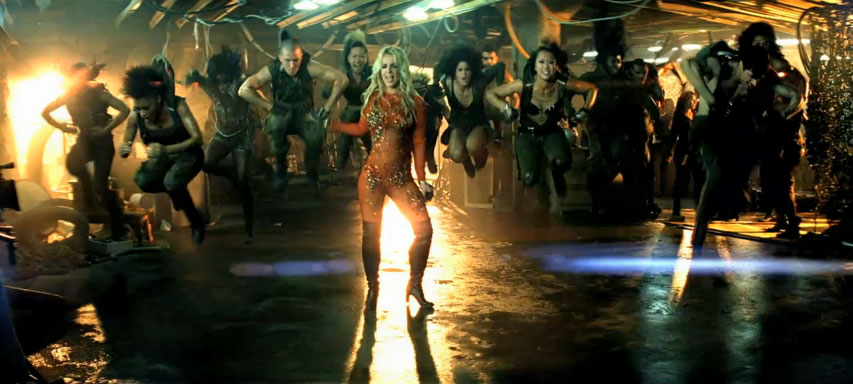 Britney_Spears-Till_The_World_Ends-music_video-17
