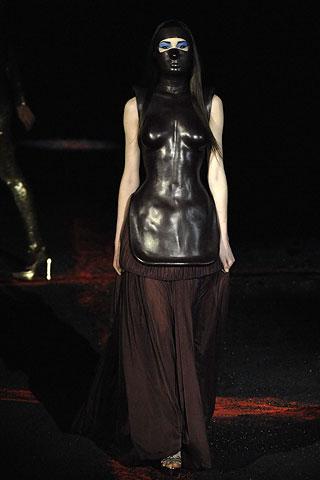 Alexander McQueen, Fall 2007, collezione ispirata alla luna