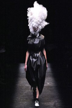 Comme des Garçons Fall 2009 Ready-to-Wear, via vogue.com