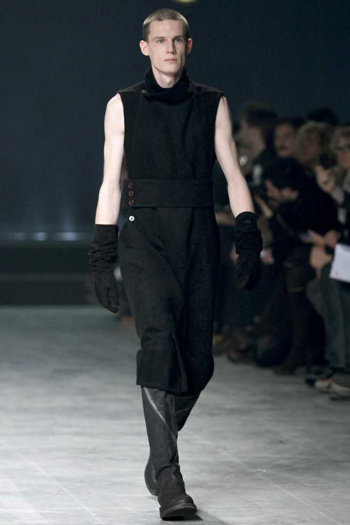 rick-owens-fall-2011-man-3