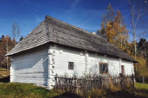 Mid-19th century cottage from Kakonin, Poland. Szymon Narozniak