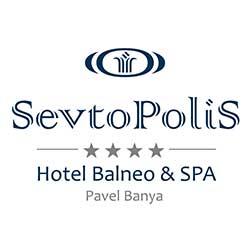 Четиризвездният Хотел Севтополис е разположен недалеч от центъра на Павел баня, сред красив собствен парк от 10 декара с богата растителност. Хотелът се откроявя с модерната си стилна постройка и предлага 58 стаи и 4 апартамента с тераси и прекрасна гледка към Стара Планина и Средна гора.