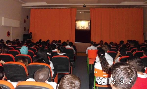 İzmir Gaziemir de bir okul gösterimiz