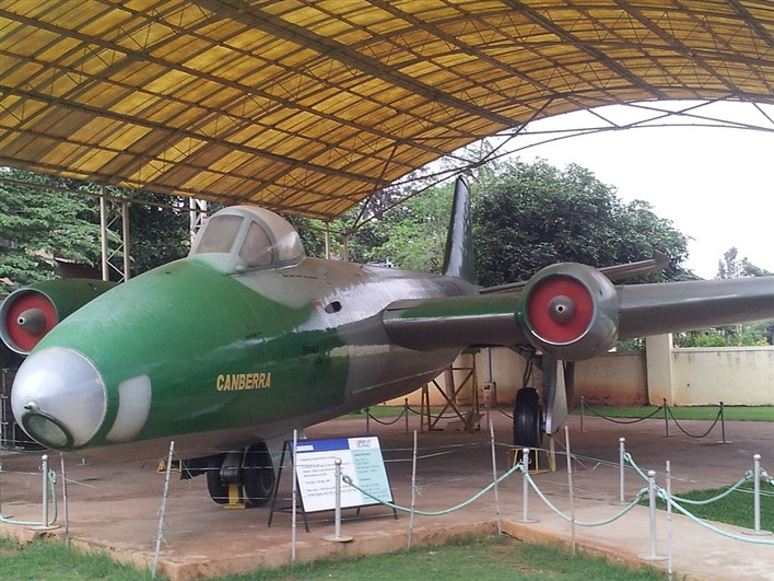 Canberra front at HAL Aerospace Museum. Photographer Arunram https://commons.wikimedia.org/wiki/File:Canberra_front_at_HAL_Aerospace_Museum_HALMUS05.jpg