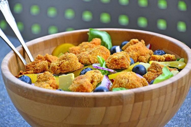 Salat med fiskenuggets