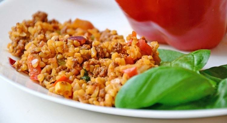 Fylt paprika med bulgur og karbonadeideig