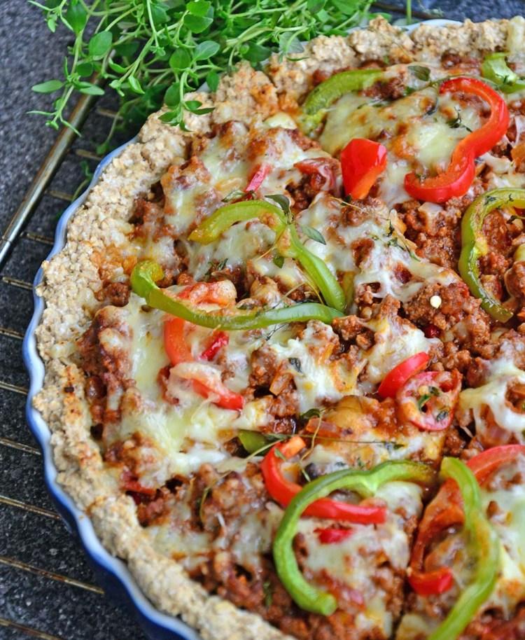 Enkel pai med kjøttdeig, rød pesto & hakkede tomater