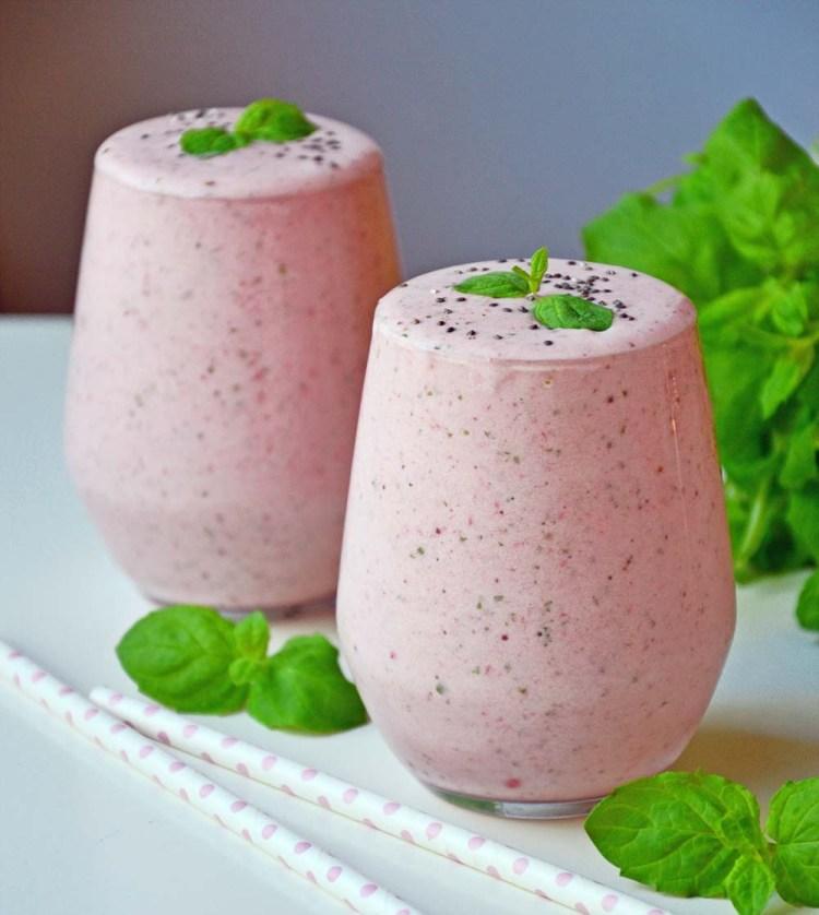 Frisk jordbær- og myntesmoothie