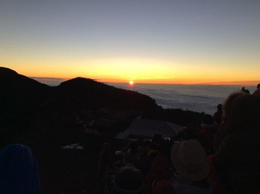 日の出とともに起きる早起きテクニック