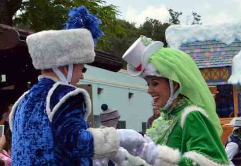 Anna and elsa s royal welcome and parade featuring kristoff