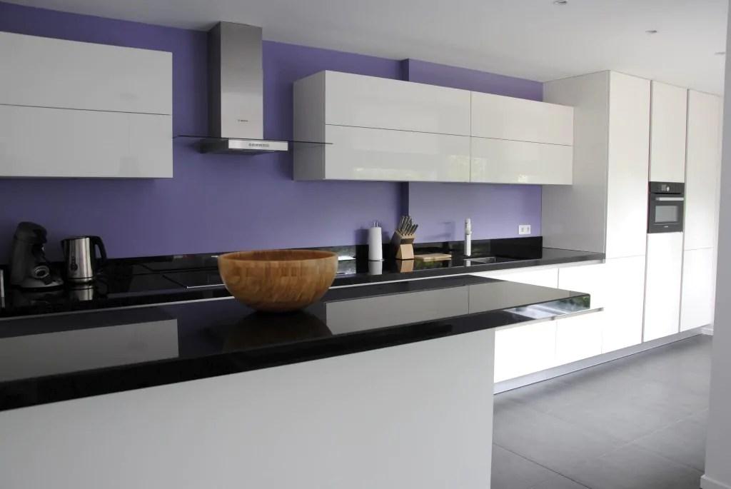 Moderne Keuken Werkblad : Moderne greeploze keuken met graniet ...