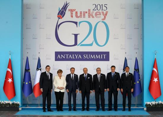 European Union leaders observe a minute of silence in memory of the victims of Paris attacks, at the Group of 20 (G20) leaders summit in the Mediterranean resort city of Antalya, Turkey, November 16, 2015. The leaders are (L-R) Spanish Prime Minister Mariano Rajoy, German Chancellor Angela Merkel, President of the European Council Donald Tusk, French Foreign Minister Laurent Fabius, European Commission President Jean-Claude Juncker, British Prime Minister David Cameron and Italian Prime Minister Matteo Renzi. REUTERS/Volkan Furuncu/Pool