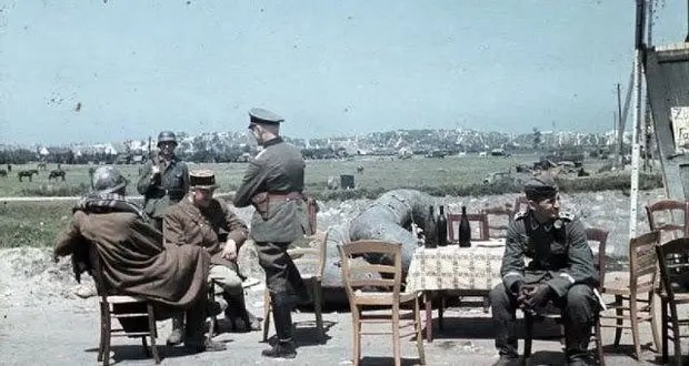 german-officer-interrogates
