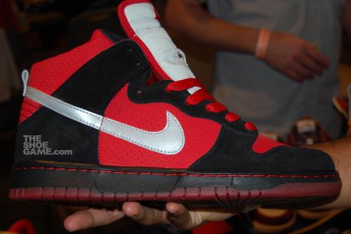 nike-sb-dunk-high-black-red