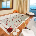 JACUZZI IN SUITE