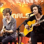 The 1975 surprises Kellie with a performance
