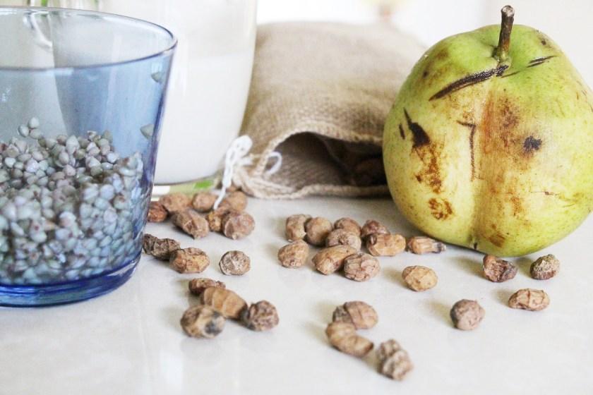 Pudding de trigo sarraceno, horchata y fruta