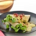 Crepitos de coco con brotes y salsa curry