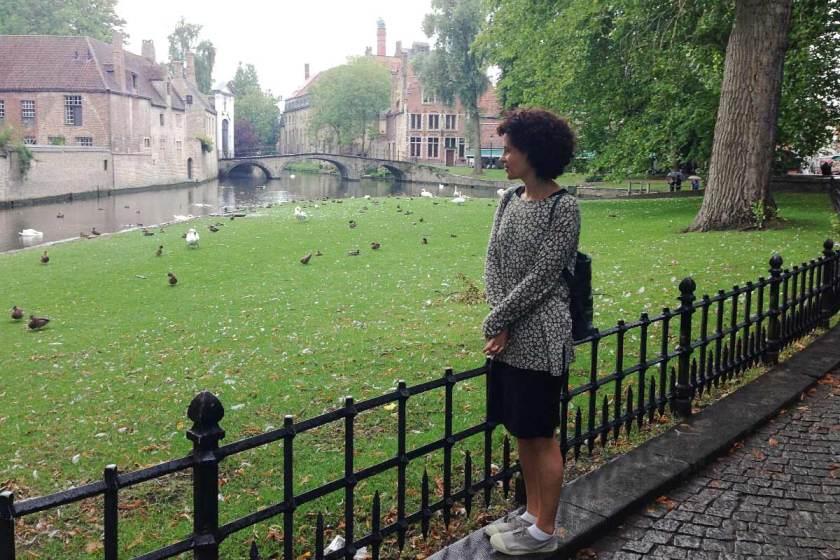 Patos y cisnes en un rincón verde encantador en Brujas. Me gustó ver que estaban todos identificados y muy bien cuidados, con comederos donde van a picotear todos cuando tienen hambre y está terminantemente prohibido darles de comer.