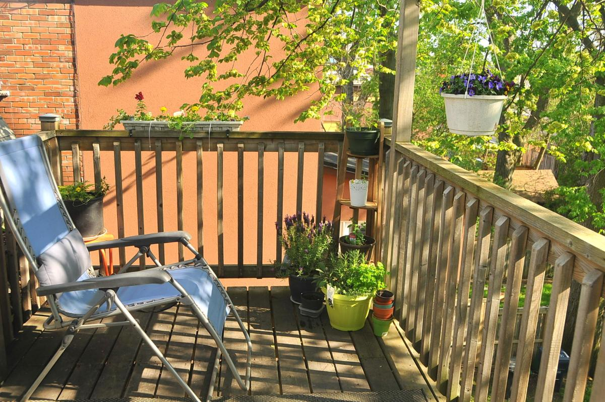 Small Apartments: Arranging a Small Balcony