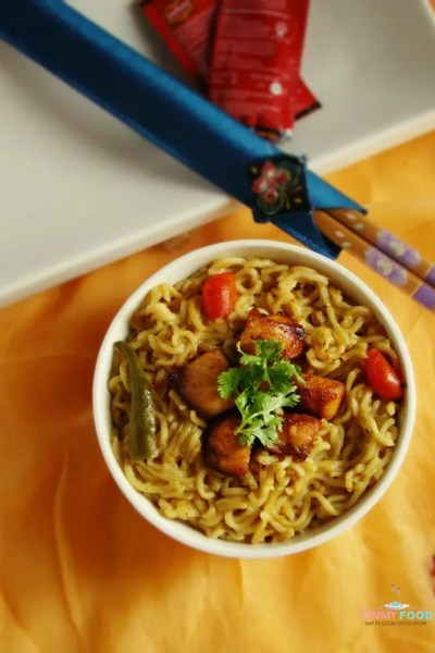 Instant Noodles with Chicken and Cherry Tomatoes