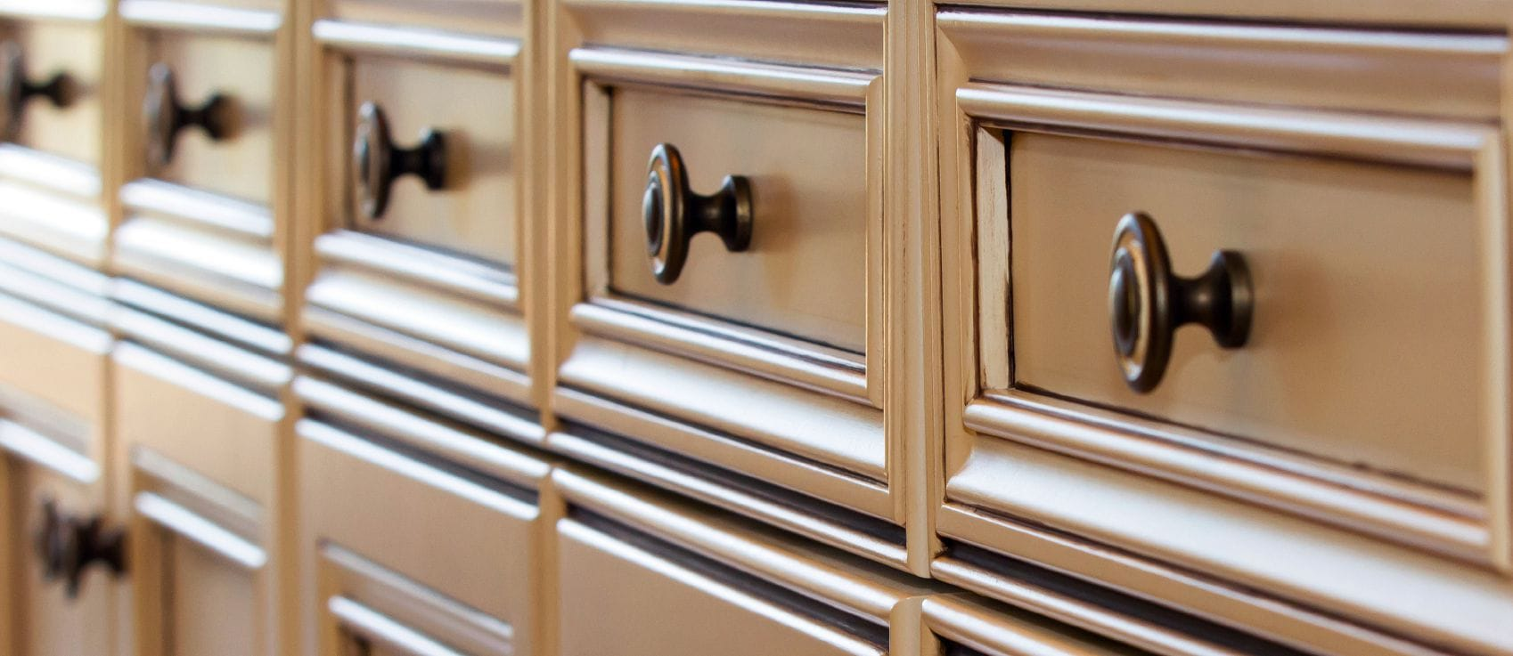 spotlight on cabinet knobs pulls and handles kitchen cabinets handles Row of kitchen cabinet drawer fronts