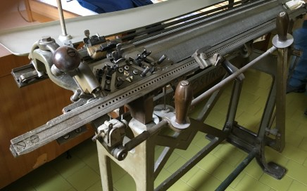 Second-hand used N. 1 SANTAGOSTINO AQUILA (REF.16083)  hand knitting machine with photos.