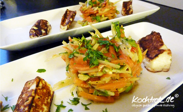 Karotten-Pastinaken-Salat mit Koriander und gebratenem Haloumni