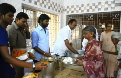 Vishal Gives Food to Orphans at Mothers Day Event (3)