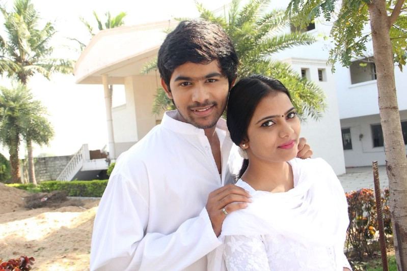 Avalukku Enna Alagiya Mugam Movie Stills (11)
