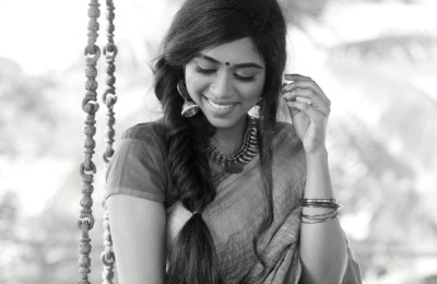 Actress Lovelyn Chandrasekhar Photoshoot Images (24)