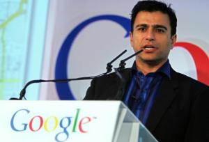 LONDON, United Kingdom: Omid Kordestani, Senior Vice President, Global Sales and Business Development at Google, speaks at the opening of the GooglePlex, their new London office, in London, 16 November 2005. AFP PHOTO / JOHN D MCHUGH (Photo credit should read JOHN D MCHUGH/AFP/Getty Images)