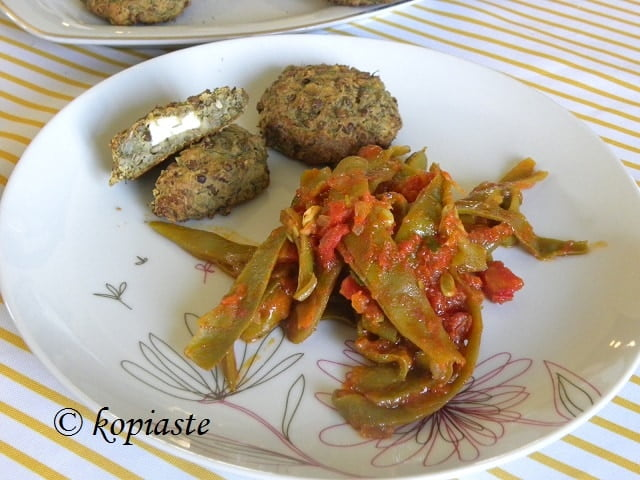 Lentil patties with fassolakia green beans