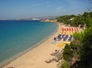 Makrys and Platys Gialos -a long stretch of white sand situated just outside Argostoli near the resort of Lassi; two of the most trendy beaches on the island.