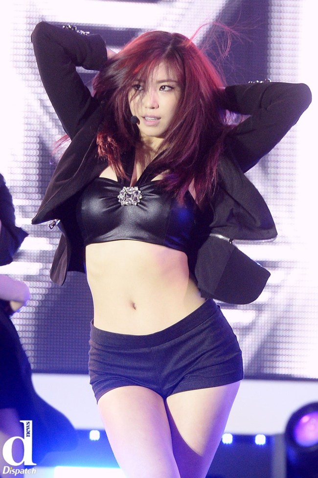 Image: SECRET Hyosung performing I am In Love at community showcase / Dispatch