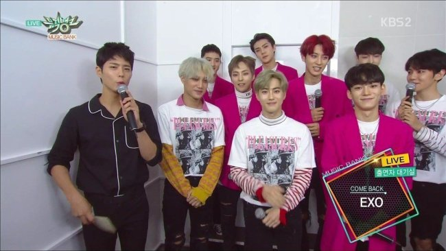 Image: Park Bo Gum backstage interviewing EXO for comeback on 'Music Bank' / Capture from KBS 'Music Bank'